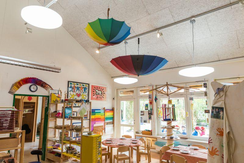 kindergartenbeleuchtung mit tageslichtlampen. Black Bedroom Furniture Sets. Home Design Ideas